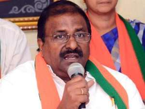 is-somu-veerraju-trying-to-lure-tdp-leaders-into-bjp_g2d