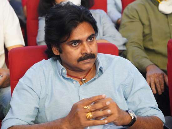-complaint-against-pawan-kalyan-for-hurting-pulivendula-sentiments_g2d