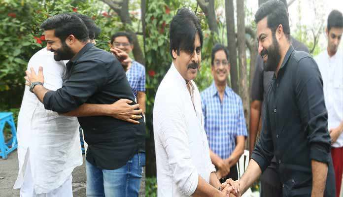 did-ntr-really-hug-vakeel-saab-after-watching-movie_g2d