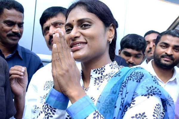telangana-sarkar-withdraws-security-personnel-allotted-to-y-s-sharmila_g2d