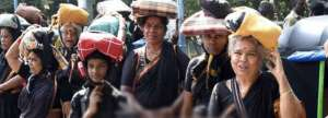 supreme-court-lifts-ban-on-women-entry-in-to-sabarimala_g2d