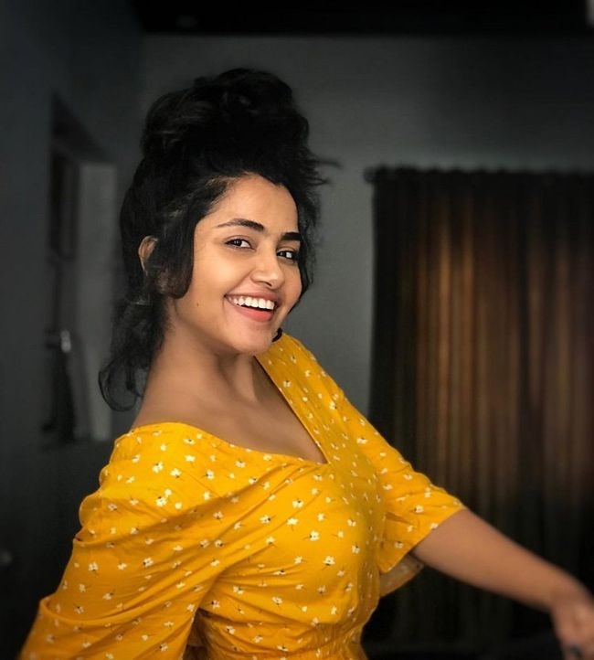 anupama-parameswaran-looking-awesome-india